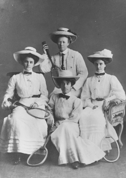 Studio_portrait_of_four_female_tennis_players,_1907_(6894080272)