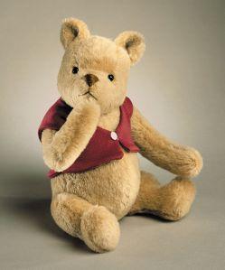 800px-R._John_Wright_Winnie_the_Pooh_Bear